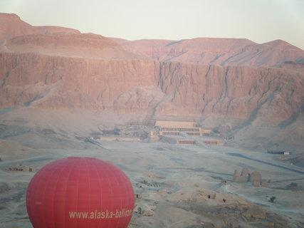 FOTKA - Chrám královny Hatšepsut  z balónu
