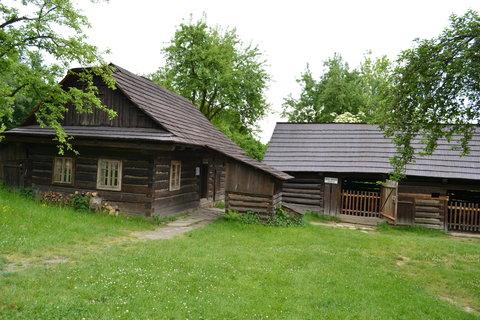 FOTKA - Dům s chlévem a podsíňky