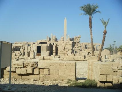 FOTKA - Zátiší s obeliskem