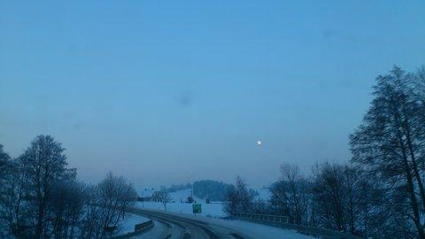 FOTKA - cesta do Kuklíku 12, vylezl měsíc