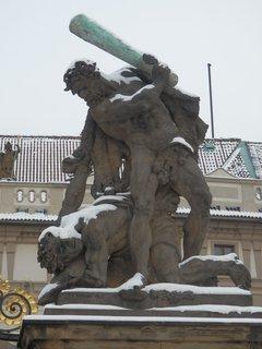 FOTKA - sousoší Souboj Titánů (Pražský hrad,  Matyášova brána