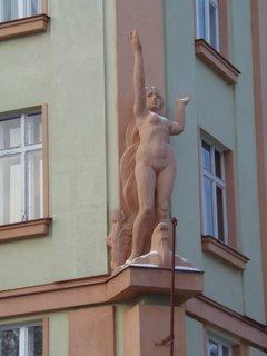 FOTKA - výzdoba činžovního domu ze 30. let min. století (Praha, Václavkova ul)