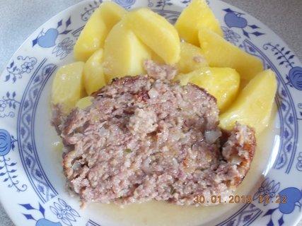 FOTKA - 29 - 30.1 - 8 - domácí sekaná a brambory