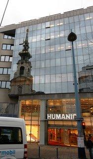 FOTKA - Vídeň - odraz věže kostela.
