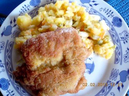 FOTKA - 1. 2. února - 20 - kuřecí řízek a br. salát bez majonézy