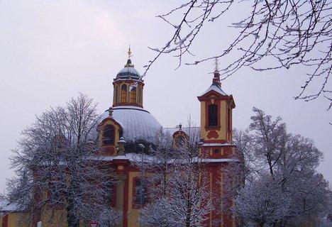 FOTKA - 16.2.2013, dopolední sněhová nadílka, kostel