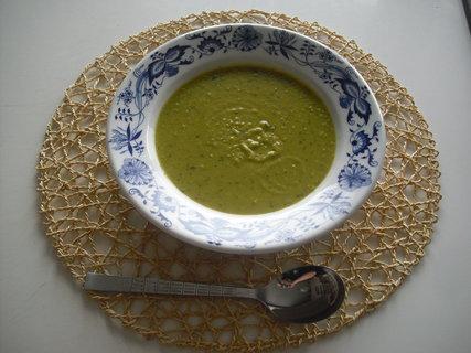 FOTKA - hrášková polévka s bazalkou