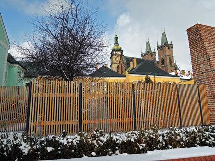 FOTKA - Hradecké věže za plotem