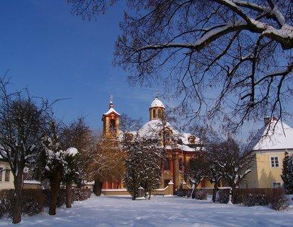 FOTKA - 24.2.2013, kostel a fara..