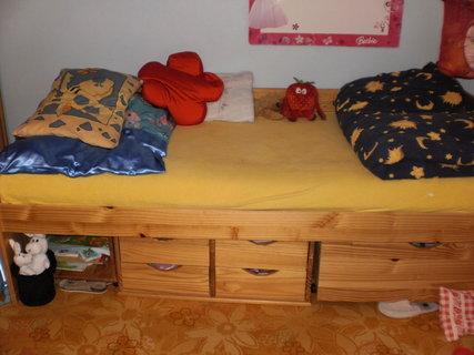 FOTKA - prodávám postel po dceři, nemá někdo zájem?
