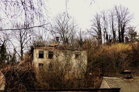 FOTKA - Opuštěný dům pod zámkem