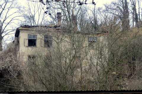 FOTKA - Chátrající dům v krásném prostředí, ted místo pro horor