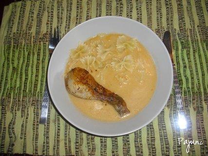 FOTKA - kuře na paprice s těstovinami
