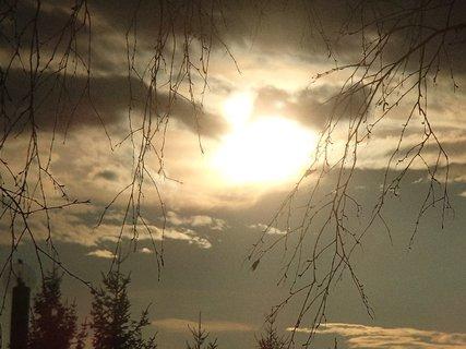 FOTKA - slnko za tmavými mrakmi