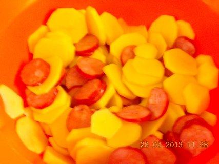 FOTKA - 25.3. - 26.3. - 18 - klobásky + brambory - příprava na zapečení