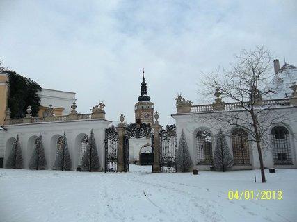FOTKA - Velikonoce v Mikulově- pohled ze zámecké zahrady  ke kostelu