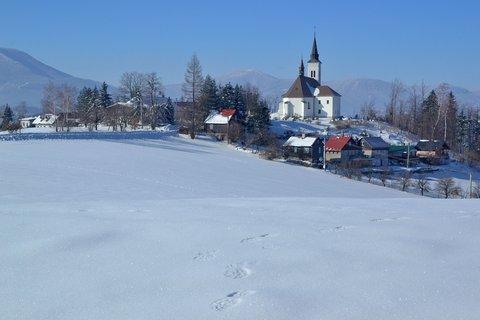 FOTKA - Stopy na jarním sněhu