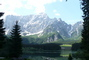 hory u jezera v Alpách