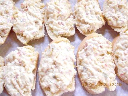 FOTKA - 2.4. - 3.4. - 16 - příprava  chlebíčků
