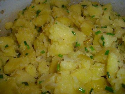 FOTKA - šťouchané brambory s pažitkou detail