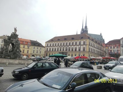 FOTKA - Brno 9.4. na Zeln�m trhu
