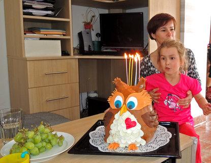 FOTKA - Jůůůůůů, narozeninový dort i se svíčkami