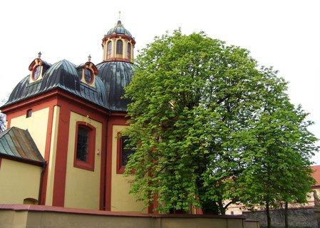 FOTKA - 28.4.2013, kostel v Kunraticích na jaře.,,