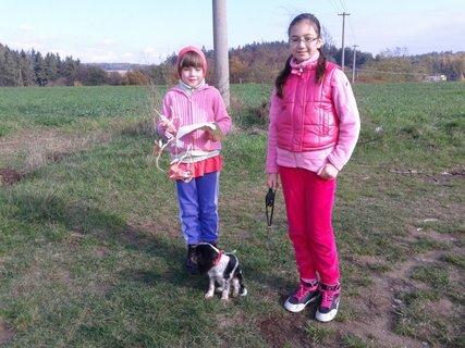 FOTKA - vnučky na prechádzke...