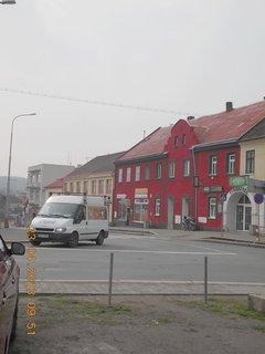 FOTKA - 23.4. - 2  - Uhlířské Janovice - na křižovatce