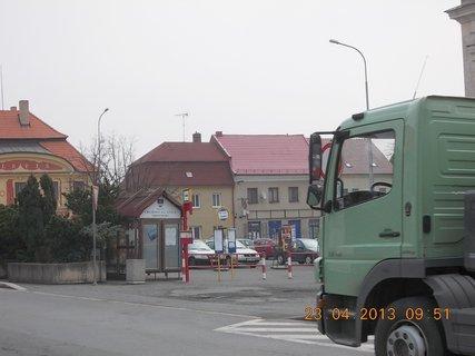 FOTKA - 23.4. - 5  - Uhlířské Janovice - vjezd na parkoviště