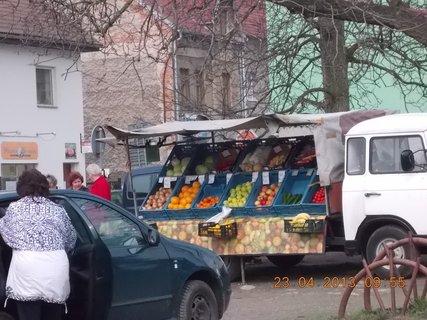 FOTKA - 23.4. - 13  - Uhlířské Janovice - obchodník se zeleninou, má vždy vše čertsvé, žádné shnilotiny