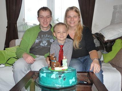 FOTKA - páté narozeniny - s tetou a strejdou