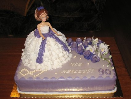 FOTKA - Fialkový dort s panenkou1