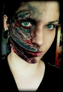 FOTKA - dcera,když se malovala na pochod Zombie