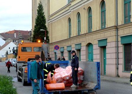 FOTKA - Hasiči pomáhají městu