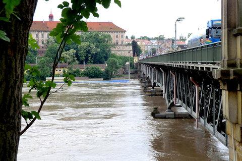FOTKA - Mostní pilíře jsou pod vodou