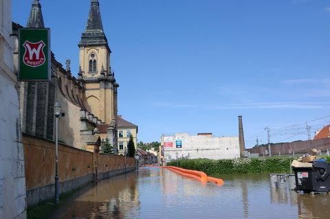FOTKA - Voda u kostela