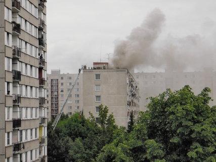 FOTKA - 6.6.2013 hořela střecha paneláku