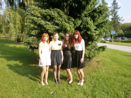 FOTKA - Hurá maturitu máme za sebou......