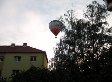 """FOTKA - balon nad """"Devítkou"""""""