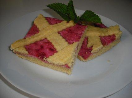FOTKA - mřížkový koláč s jahodovým tvarohem