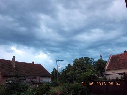 FOTKA - První letní den - 5 - nebe při bouřce a dešti