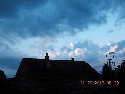 FOTKA - První letní den - 16 - nebe při bouřce a dešti