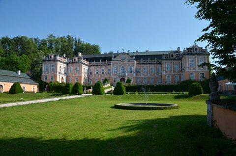 FOTKA - Zámek Nové hrady s rokokovou zahradou a fontánami