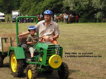 FOTKA - 4letý vítězný řidič malotraktoru