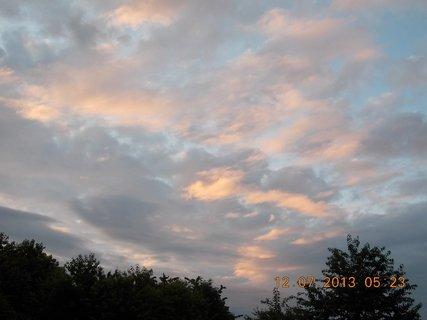 FOTKA - červenec - 2 - 12 - barevné nebe