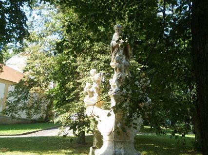 FOTKA - socha venku