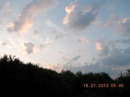 FOTKA - 17 +18.7. - 12 - ranní nebe