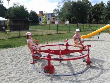FOTKA - Vnučky na detskom ihrisku....