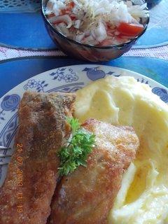 FOTKA - 21+22+23.7. - 5 - smažený kapr a br. kaše a tomatový salát